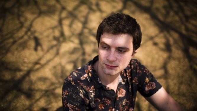 O escritor Victor Heringer. Foto: Mônica Imbuzeiro / Agência O Globo