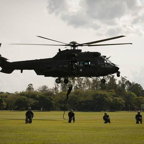 Policiais participam de curso de aperfeiçoamento do Exército, na Aman Foto: Pablo Jacob / Agência O Globo