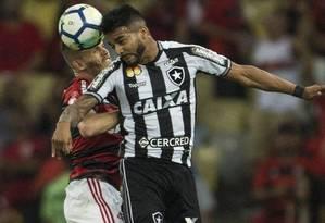 Clássico entre Flamengo e Botafogo, no primeiro turno Foto: Guito Moreto