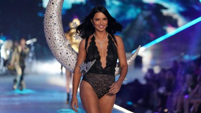 Adriana Lima se despede da Victoria's Secret Foto: TIMOTHY A. CLARY / AFP