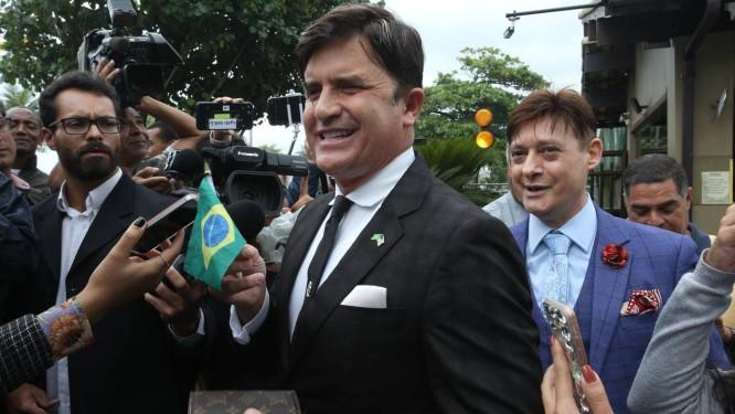 Resultado de imagem para Cirurgião Dr. Rey visita Bolsonaro para se oferecer para o Ministério da Saúde, mas não é recebido