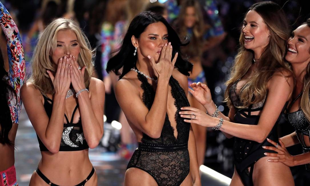 Adriana Lima: ícone da Victoria's Secret Foto: MIKE SEGAR / REUTERS