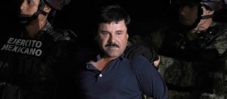 El Chapo ao ser preso, em janeiro de 2016, no México Foto: Alfredo Estrella / AFP