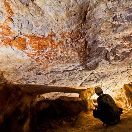 Pintura datada de 40 mil anos, em uma caverna de Bornéu Foto: Divulgação/Pindi Setiawan