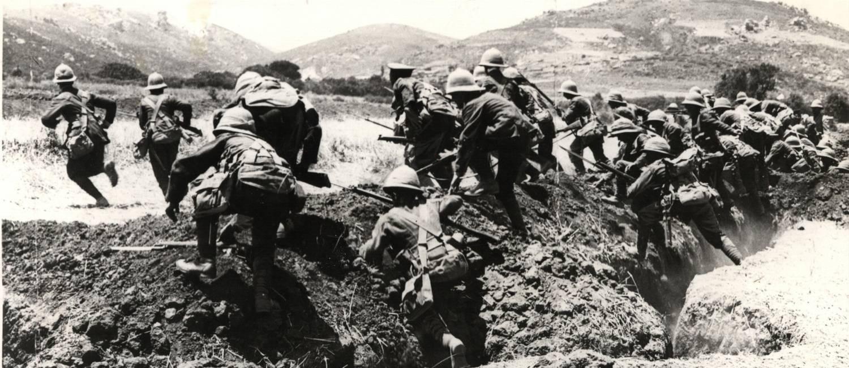 16.02.1979 - ARQUIVO - INTER - 1ª GUERRA MUNDIAL Foto: Soldados nas trincheiras da Primeira Guerra Mundial