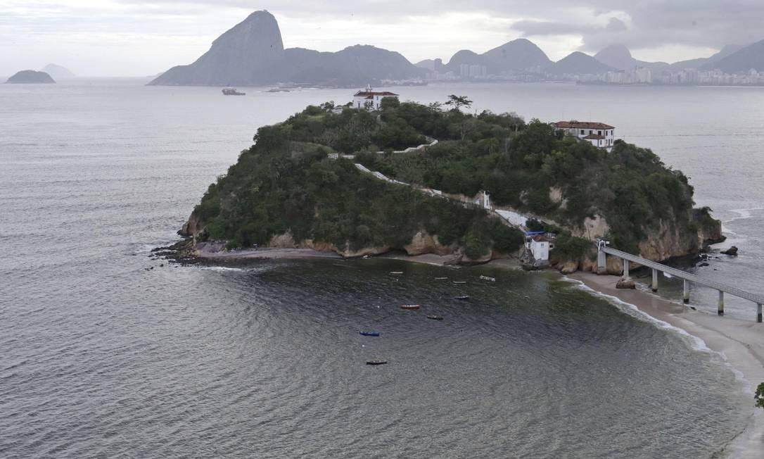 A Ilha da Boa Viagem está há dois anos interditada pela Defesa Civil devido a riscos estruturais Foto: Márcio Alves / Agência O Globo