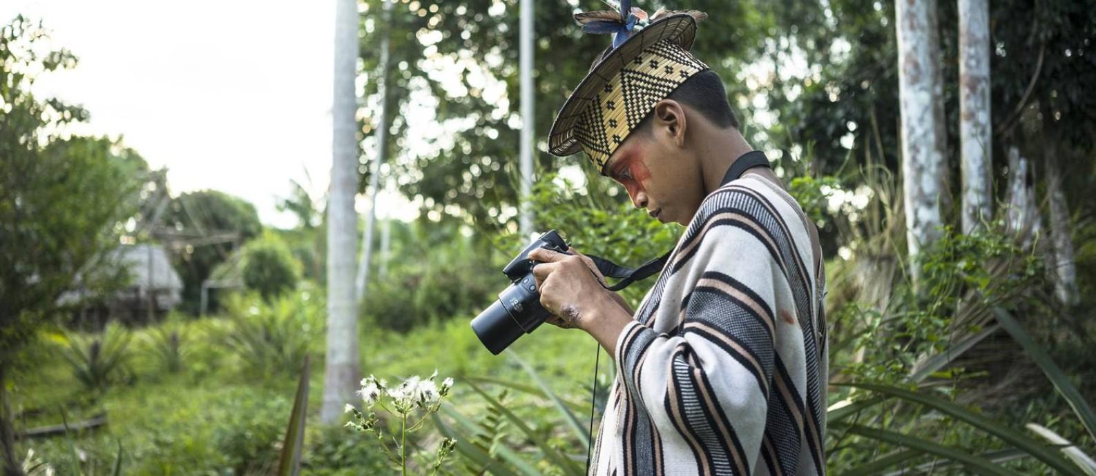 Thokiriyari Piyãko fotografando com câmera digital na oficina de 2018 Foto: Pedro Kuperman
