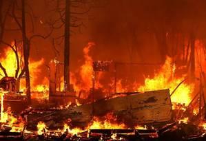 Incêndio atinge Magalia, na Califórnia. A cidade de Paradise foi arrasada Foto: JUSTIN SULLIVAN / AFP
