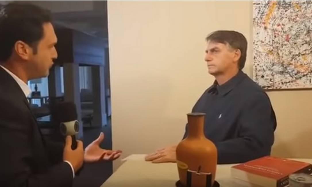 Bolsonaro em entrevista à Record Foto: Reprodução