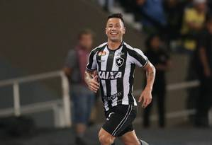 A felicidade de Leo Valencia, autor do segundo gol do Botafogo sobre o Flamengo Foto: Marcio Alves