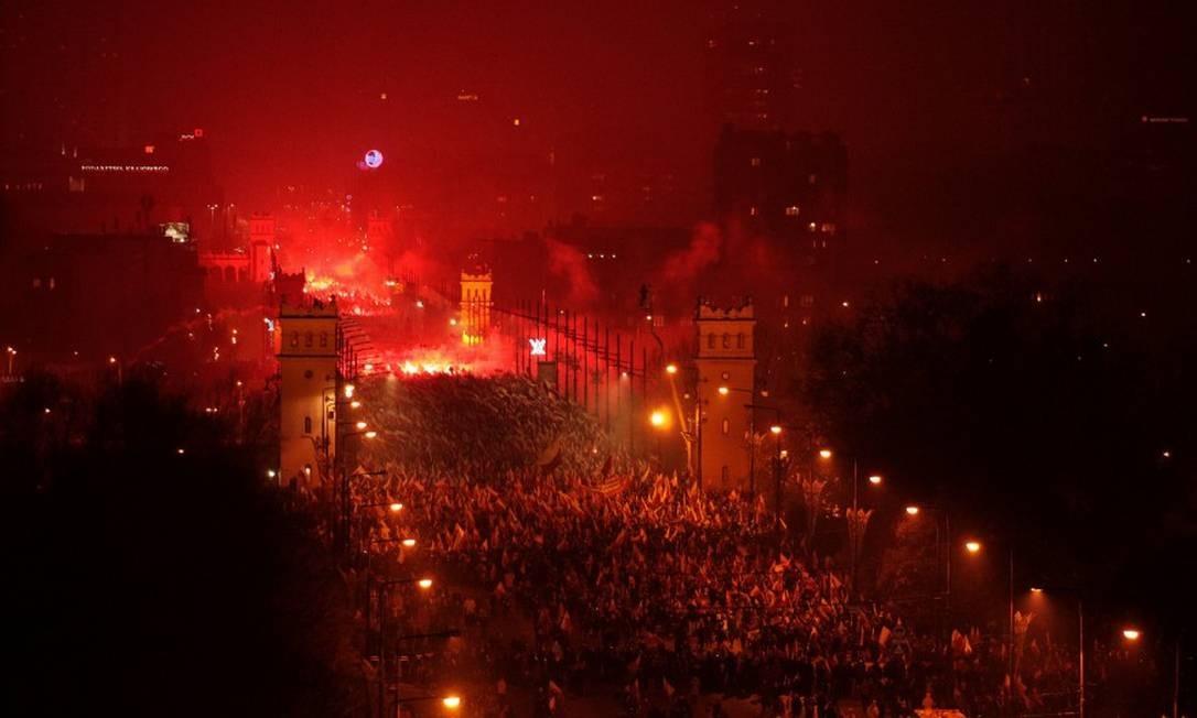 Cerca de 200 mil pessoas participaram das comemorações pelo centenário da independência polonesa, em Varsóvia Foto: AGENCJA GAZETA / REUTERS