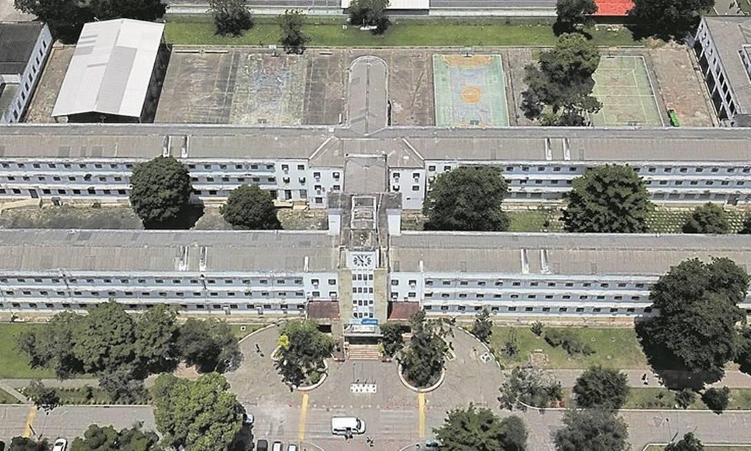 Queda. A Escola Técnica Estadual (ETE) da República, em Quintino, foi uma das que sofreram com a crise: perdeu 676 alunos em 2017 Foto: custódio coimbra / 7-11-2018