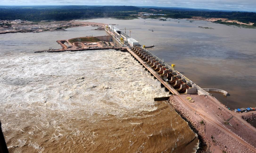 Casa de força e vertedouro da usina hidrelétrica de Jirau, no rio Madeira, em Rondônia. Foto: Divulgação / janeiro 2014 Foto: GRUTZMACHER / Agência O Globo