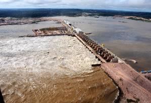 Casa de força e vertedouro da usina hidrelétrica de Jirau, no rio Madeira, em Rondônia - Janeiro 2014 Foto: GRUTZMACHER / Divulgação