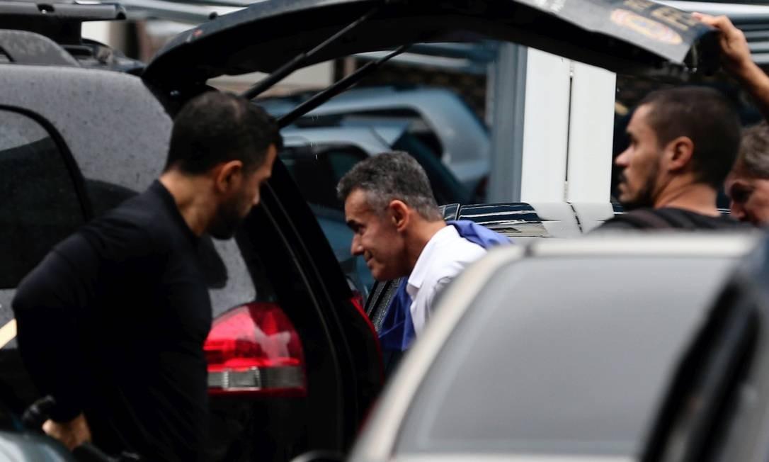 Acusado. Chiquinho da Mangueira é preso durante a Operação Furna da Onça Foto: Marcia Foletto / Agência O Globo