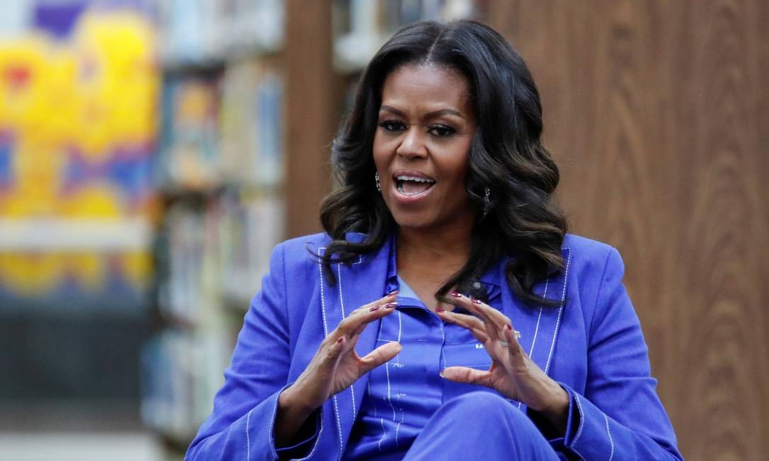 Ex-primeira-dama Michelle Obama inicia turnê promocional de livro em escola de Chicago Foto: KAMIL KRZACZYNSKI / REUTERS