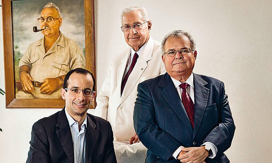 O clã Odebrecht: Marcelo, o herdeiro e neto; Norberto, o fundador e avô; e Emílio, o pai, que, segundo delatores, negociou a reforma com Lula Foto: Acervo Odebrecht
