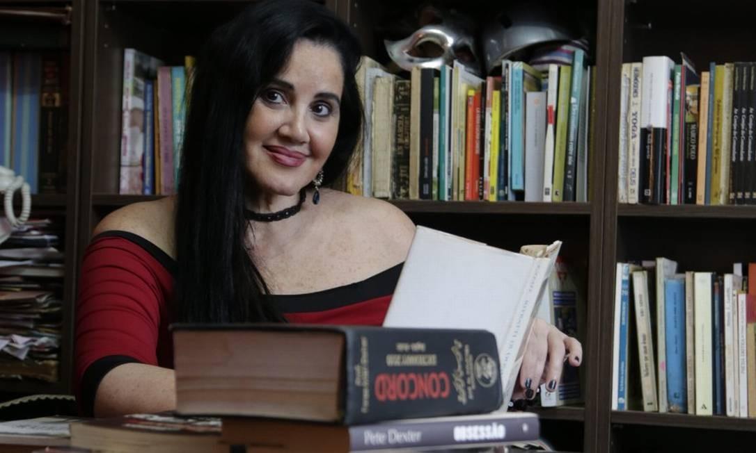 A jornalista Lucia Helena Issa foi correspondente de guerra na Síria e hoje dá voz a mulheres refugiadas por meio de seus livros e reportagens Foto: Alexandre Cassiano / Agência O Globo