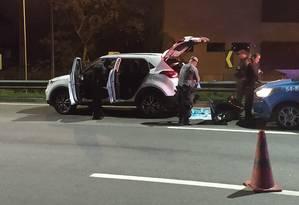 Mulher foi encontrada morta no porta-malas de uma carro Foto: Diego Brum / Agência O Globo