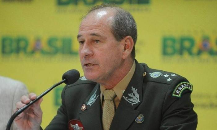 O general do Exército Fernando Azevedo e Silva foi indicado como ministro da Defesa de Bolsonaro Foto: Agência O Globo
