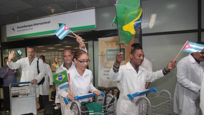 Chegada de médicos Cubanos no Brasil no início do Programa Mais Médicos 24/08/2013 Foto: Givaldo Barbosa / Givaldo Barbosa/Agência O Globo