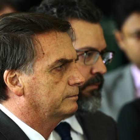 O presidente eleito Jair Bolsonaro, durante entrevista coletiva no Centro Cultural Banco do Brasil (CCBB), onde está montado o gabinete de transição Foto: Jorge William / Agência O Globo