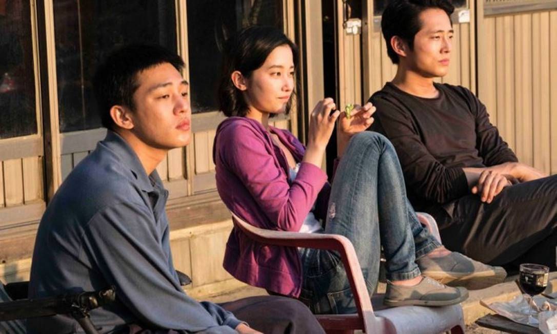 """RS - Ah-in Yoo, Jong-Seo Jeon e Steven Yeun no filme """"Em chamas"""" Foto: Divulgação"""