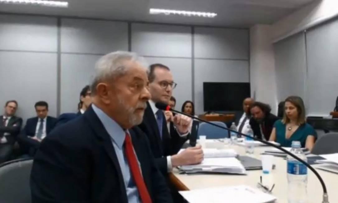 O ex-presidente Luiz Inácio Lula da Silva presta depoimento à juíza substituta Gabriela Hardt, substituta de Moro Foto: Reprodução