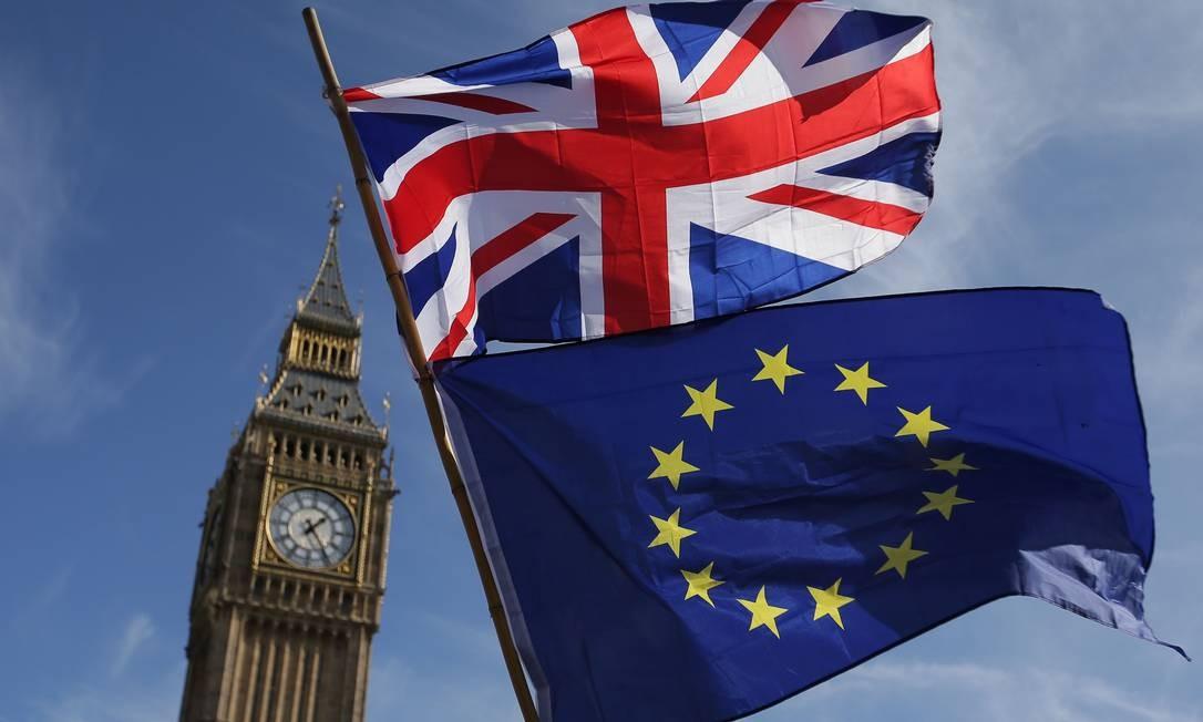 Bandeiras do Reino Unido e da União Europeia em frente ao Big Ben, em Londres Foto: Daniel Leal-Olivas/AFP/25-05-2017