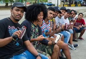 Participantes da Batalha dos Barbeiros, que acontece em Madureira Foto: Emily Almeida / Agência O Globo