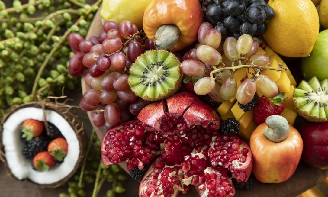 Uma mesa de frutas da Bella Haber Foto: Ana Branco / Agência O Globo