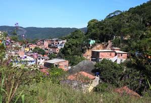 Medo. Local do deslizamento no Morro da Boa Esperança, em Piratininga, que matou 15 pessoas no último fim de semana Foto: Fabiano Rocha / Agência O Globo