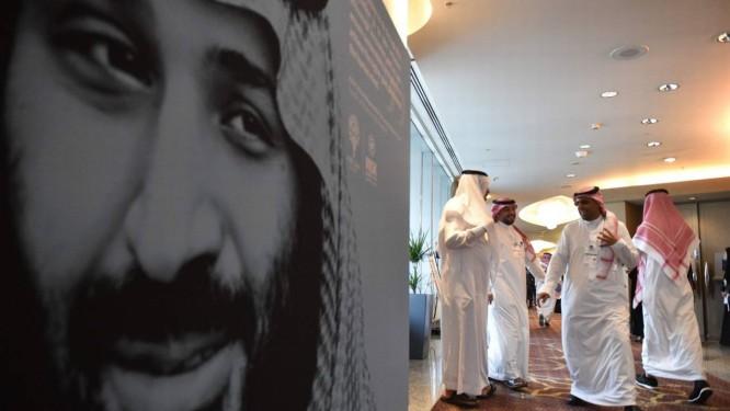 Cartaz do príncipe Mohammed bin Salman em um fórum econômico em Riad no dia 14 de novembro Foto: FAYEZ NURELDINE / AFP