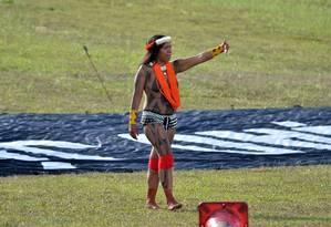 Manifestação de indígenas em frente ao Congresso Nacional, em 2017, para reivindicar avanço na demarcação de terras Foto: Renato Costa / Agência O Globo