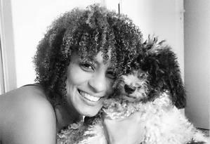 Viúva de Marielle Franco faz post emocionado lamentando morte de cachorro do casal Foto: Reprodução