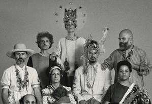 Os músicos do projeto experimental Tramundo, reunidos por Márcio Bulk (em pé, de barba) Foto: Pedro Machado / Divulgação