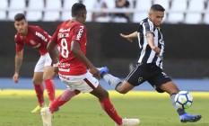 Erik marcou o gol da vitória do Botafogo sobre o Internacional Foto: Marcelo Theobald / Agência O Globo