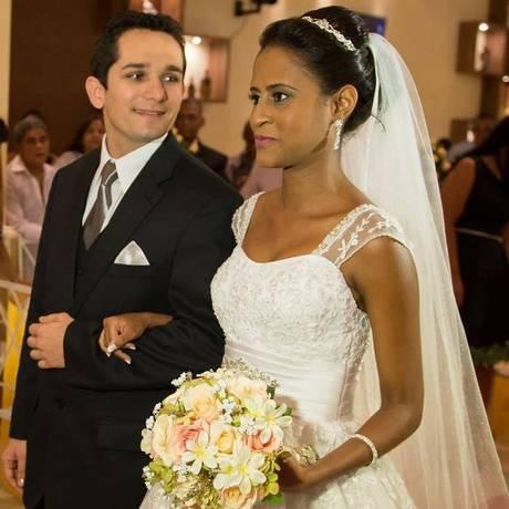 Fernanda e Vanclécio se casaram em março de 2015 Foto: Reprodução Facebook