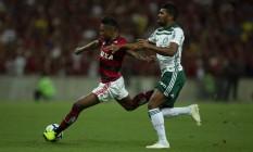 Flamengo de Vitinho persegue o Palmeiras na briga pelo título Foto: Alexandre Cassiano