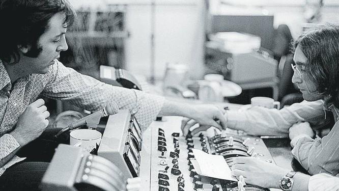 Paul McCartney e John Lennon nas gravações do álbum branco Foto: Reprodução