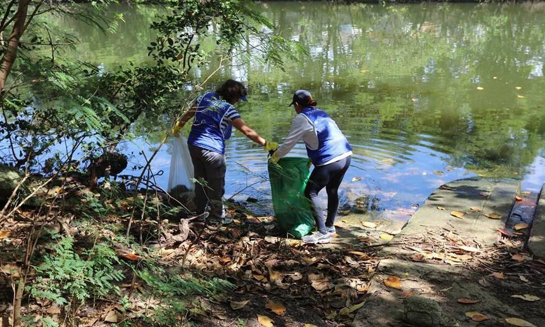 Moradores recolheram 50 sacos de lixo no último sábado Foto: SOS Lagoas / Divulgação