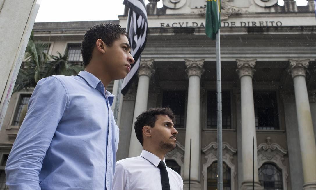 Lucas Módolo e Igor de Sousa criaram um comitê para fiscalizar as cotas na Faculdade de Direito da USP Foto: Agência O Globo