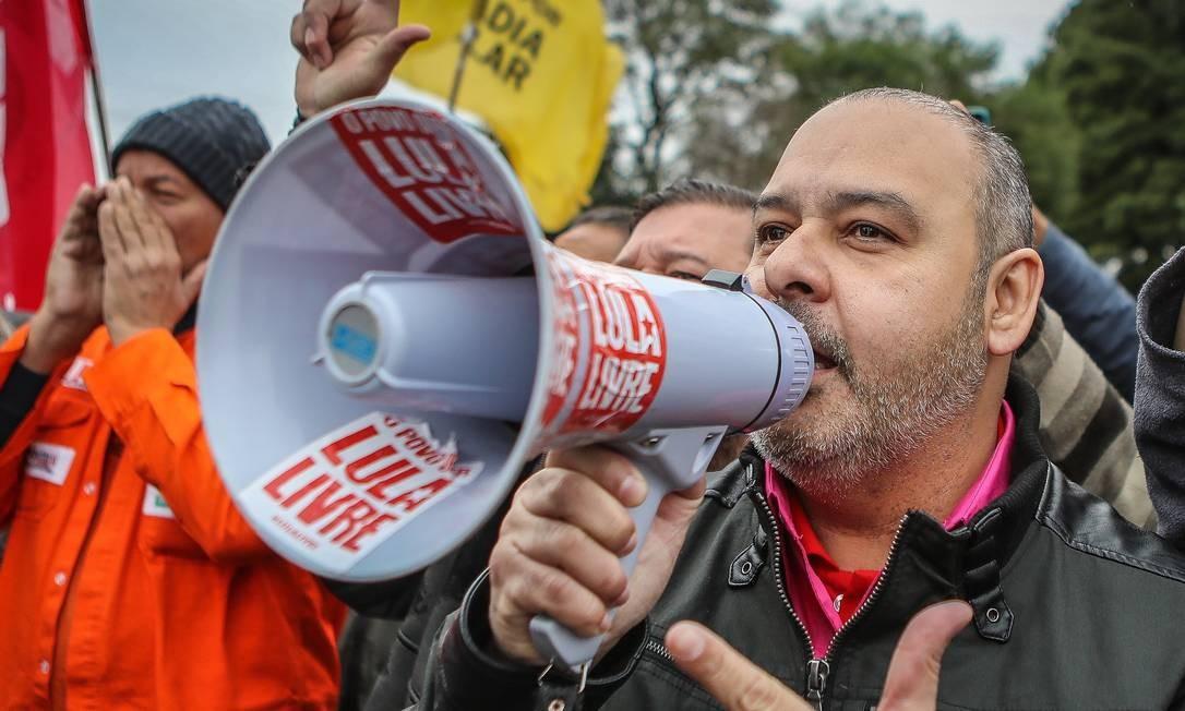 O presidente da CUT, Vagner de Freitas, em protesto na defesa pela liberdade do ex-presidente Lula Foto: Ricardo Stuckert