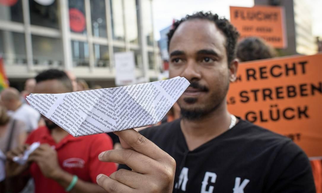 Manifestantes em Frankfurt durante ato em setembro em favor dos imigrantes. Na avaliação de Streeck, a abertura das fronteiras na Alemanha favoreceu grupos de extrema-direita e dividiu a União Europeia Foto: Thomas Lohnes / Getty Images