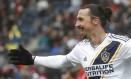 Zlatan Ibrahimovic pode deixar o LA Galaxy e retornar ao Milan Foto: KAMIL KRZACZYNSKI / AFP