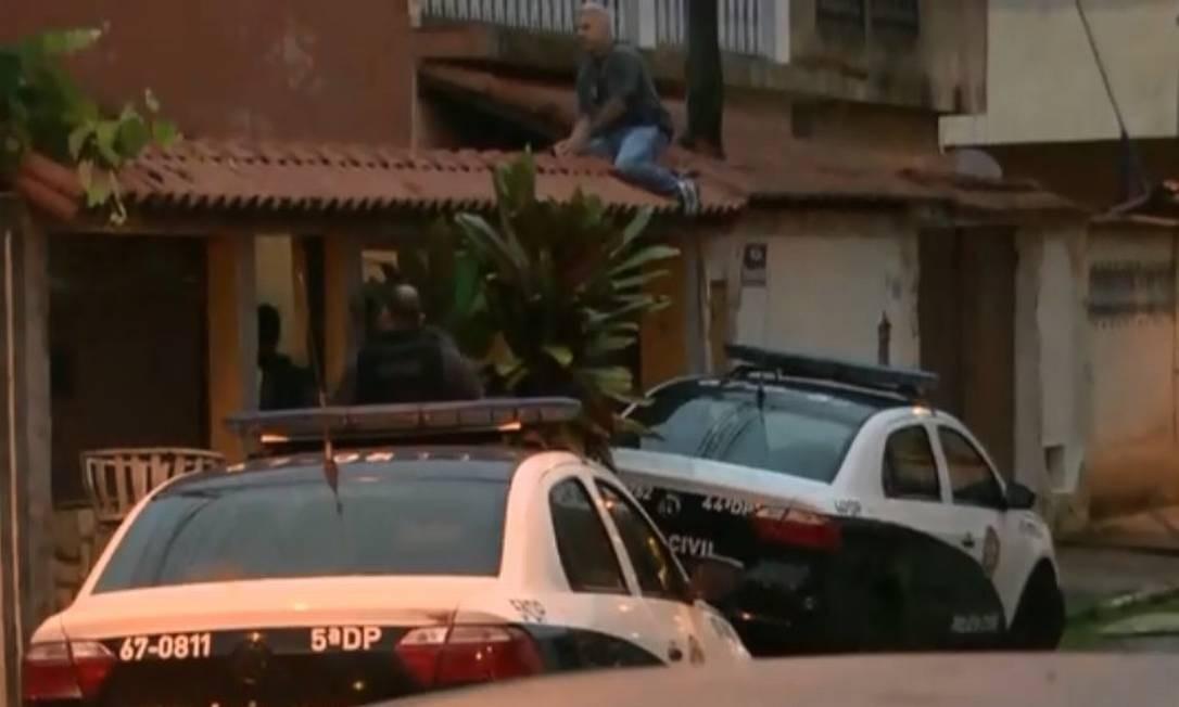 Polícia cumpre mandado de prisão durante operação Foto: Reprodução TV Globo