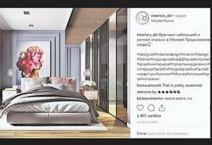 Suíte Zen. A arquiteta Jacira Pinheiro pesquisou referências na internet e gostou do detalhe do quadro florido na moldura de boiserie nesta conta do Instagram Foto: Reprodução da internet