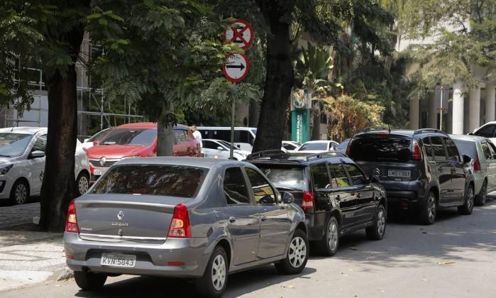 Estacionamento irregular no centro do Rio de Janeiro Foto: Pablo Jacob / Agência O Globo