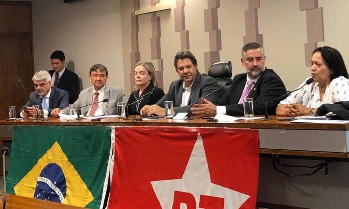 PT já teve 13 senadores. Hoje, deve ficar sem comissão na Casa Foto: Alexandra Vieira