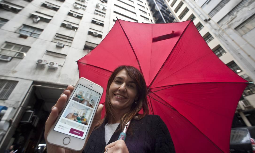 Aline Coelho usou, pela primeira vez, o Airbnb para uma viagem a Paris com a família. Ela se apaixonou por esse tipo de plataforma Foto: Adriana Lorete / Agência O Globo